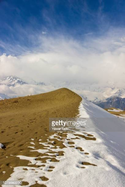 snow curves - skardu stock pictures, royalty-free photos & images