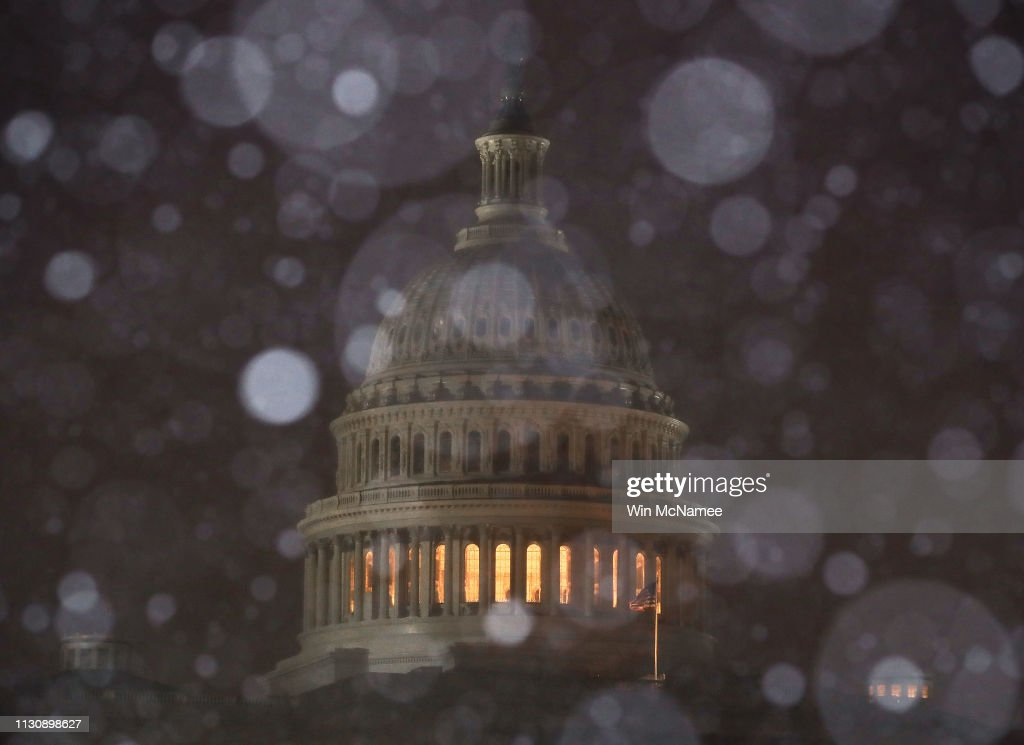 DC: Wintery Mix Of Snow, Ice, And Rain Falls In Washington D.C. Area