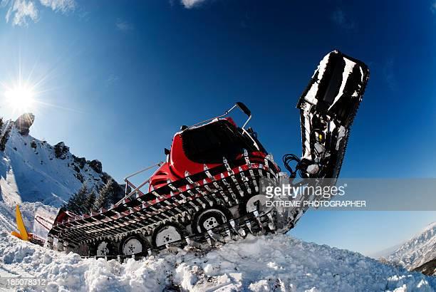 snow groomer - schneefahrzeug stock-fotos und bilder