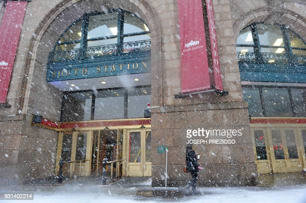 Snow hampers travelers at Boston's South Station during a March noreaster on March 13 2018 in Boston Massachusetts / AFP PHOTO / Joseph PREZIOSO /...