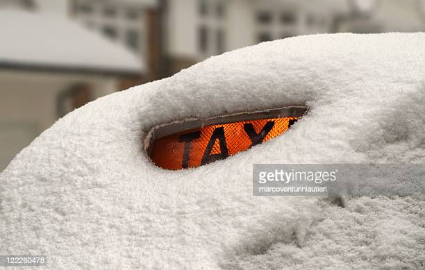 snow in london - marcoventuriniautieri stock pictures, royalty-free photos & images