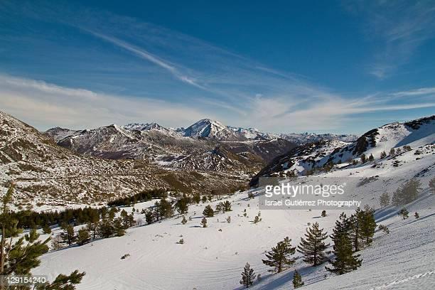 snow in mountain - provinz leon stock-fotos und bilder