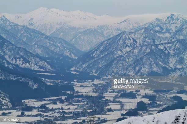 snow in niigatas mountains, japan - miyamoto y ストックフォトと画像