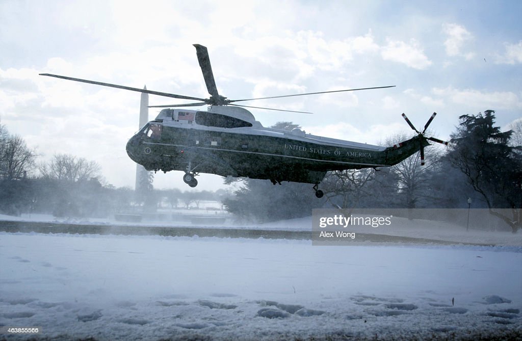 President Obama Departs The White House For Chicago : News Photo