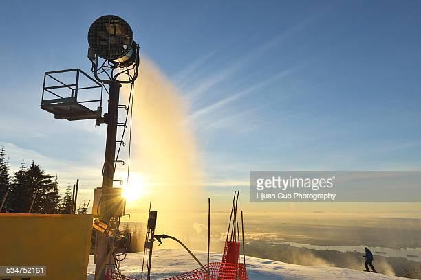 snow maker making snow at sunrise on grouse mounta - montanhas north shore imagens e fotografias de stock