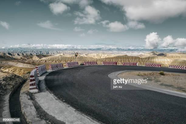snow mountain asphalt road - 台地 ストックフォトと画像