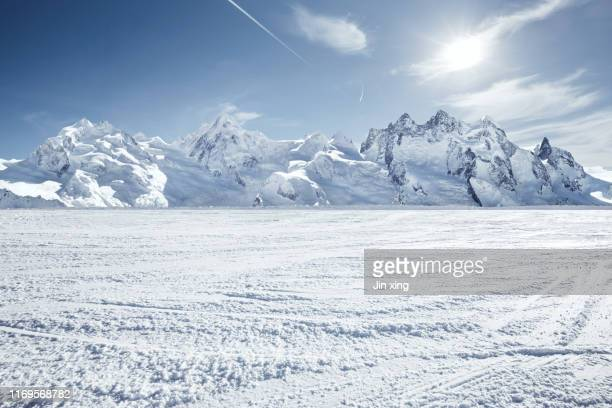 snow mountain in switzerland - horizontal stock-fotos und bilder