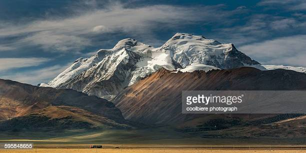 snow mountain in tibet - tibet stock pictures, royalty-free photos & images