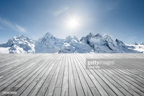 snow mountain observation deck - terrasse panoramique photos et images de collection