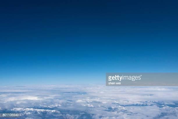 snow mountain range aerial view with blue sky taking from a plane, qamdo, eastern tibet, china - inquadratura da un aereo foto e immagini stock
