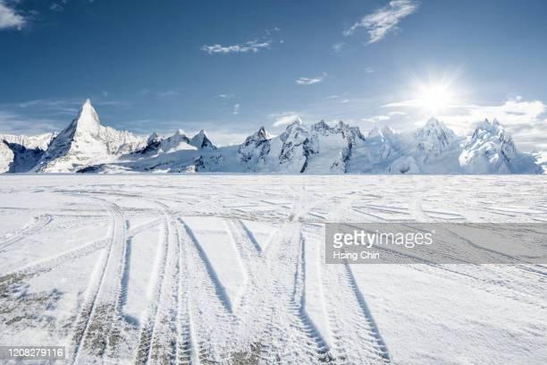 snow mountain road in switzerland - 冠雪 ストックフォトと画像