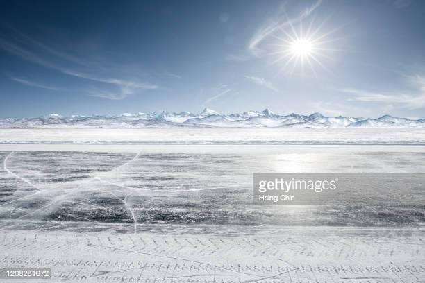 snow mountain road in tibet - 深い雪 ストックフォトと画像