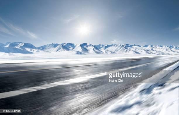 snow mountain road - 深い雪 ストックフォトと画像