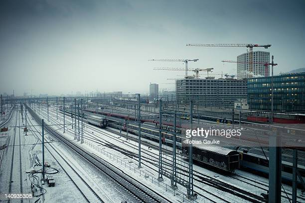 snow on railway tracks - tobias gaulke stock-fotos und bilder