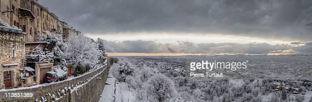 snow on st paul - サンポールドヴァンス ストックフォトと画像