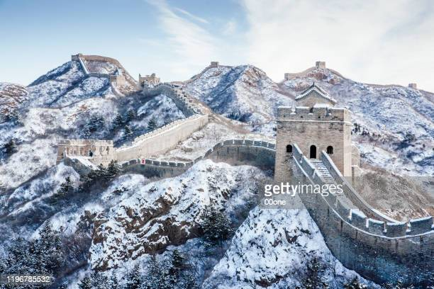 snow on the great wall - great wall of china stock pictures, royalty-free photos & images