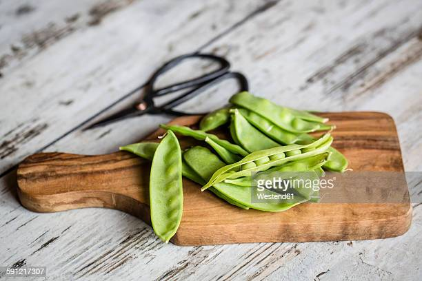 Snow peas on chopping board