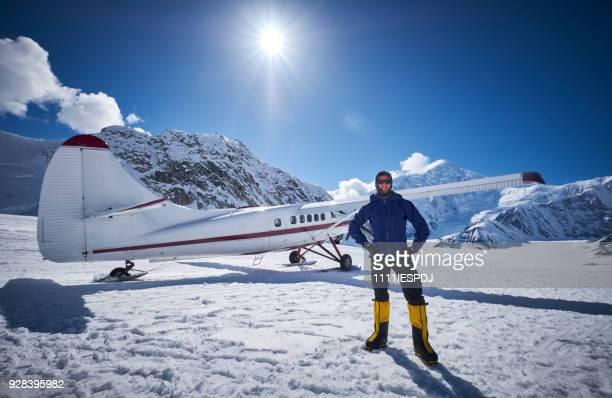 Sneeuw vliegtuig Landing op Ruth gletsjer in het Nationaal Park Denali.
