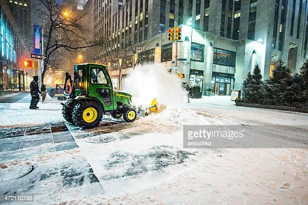 Snow removal auf New York street während Schnee