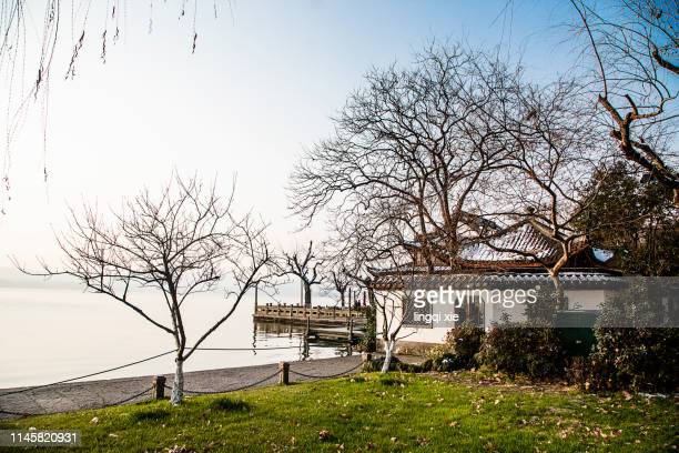 snow scenery in west lake, hangzhou, china - west lake hangzhou stock pictures, royalty-free photos & images
