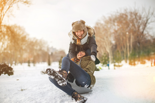Snow sliding with girlfrend 637950874