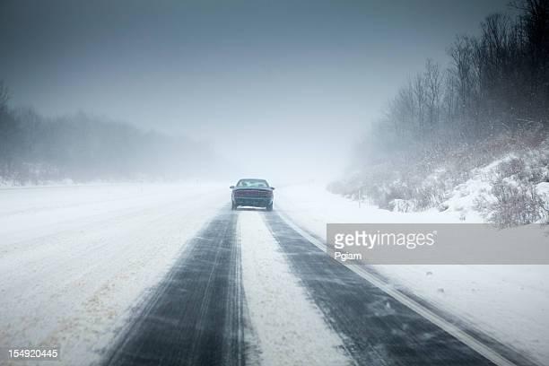 Tempesta di neve sull'autostrada