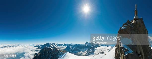 Snow summit sunburst Téléphérique de la station de montagne de panorama