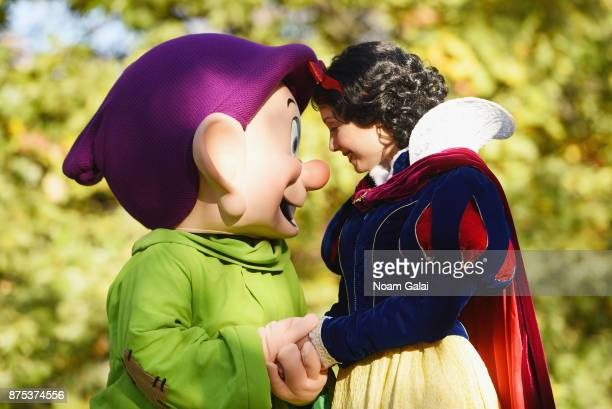 Snow White and Dopey sharing excitement over being in New York City on November 17 2017 in New York City