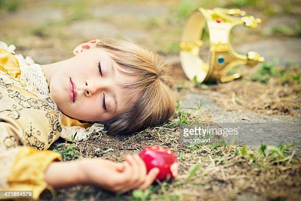 snow white - dead girl stock pictures, royalty-free photos & images