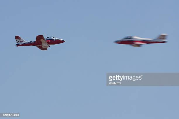 snowbirds crossover pass - canadian forces snowbirds stock pictures, royalty-free photos & images