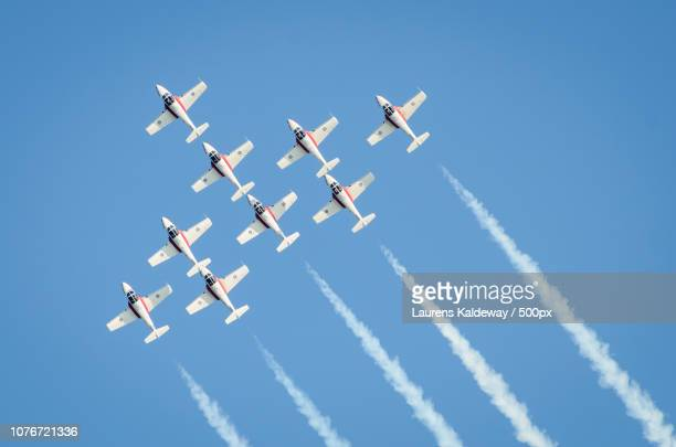 snowbirds - canadian forces snowbirds stock pictures, royalty-free photos & images