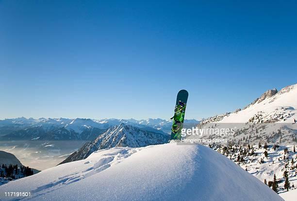 snowboard in winter landscape - snowboard fotografías e imágenes de stock