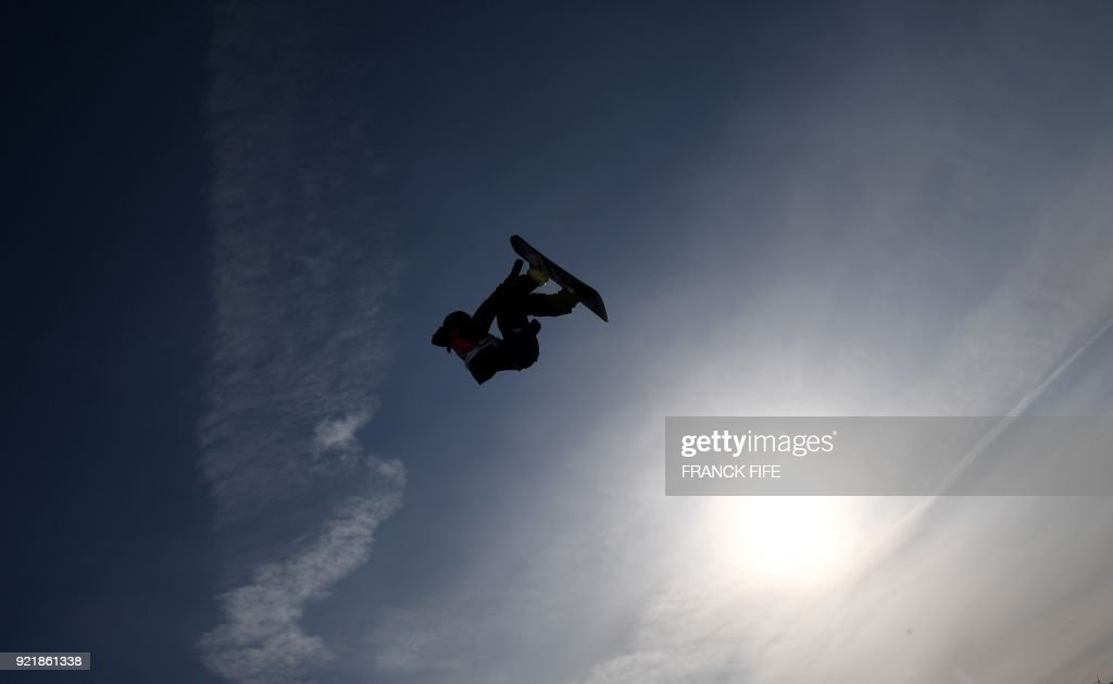 A snowboarder competes during the qualification of the men's snowboard big air event at the Alpensia Ski Jumping Centre during the Pyeongchang 2018 Winter Olympic Games in Pyeongchang on February 21, 2018. /