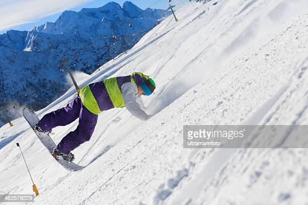 スノーボーダーフリースタイル誰には、山のスロープ