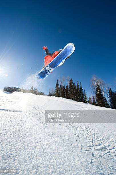snowboarder in terrain park - half pipe stock pictures, royalty-free photos & images