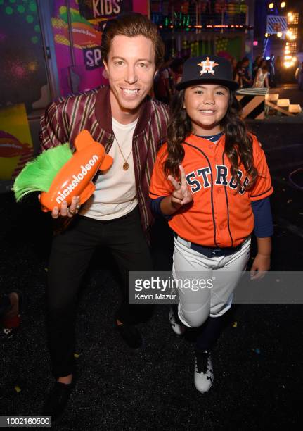 Snowboarder Shaun White poses backstage with a fan at the Nickelodeon Kids' Choice Sports 2018 at Barker Hangar on July 19 2018 in Santa Monica...