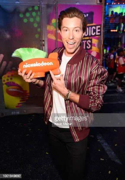 Snowboarder Shaun White poses backstage with his award at the Nickelodeon Kids' Choice Sports 2018 at Barker Hangar on July 19 2018 in Santa Monica...