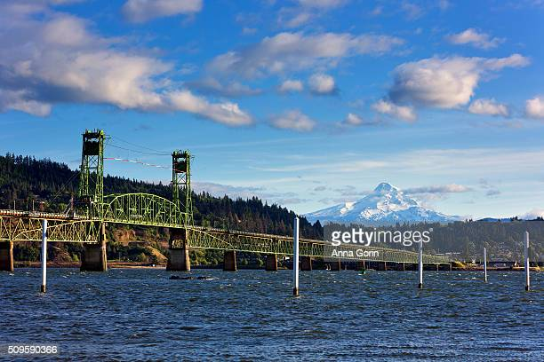 snowcapped mount hood towers over hood river bridge and columbia river, seen from white salmon, washington - hood river stock pictures, royalty-free photos & images