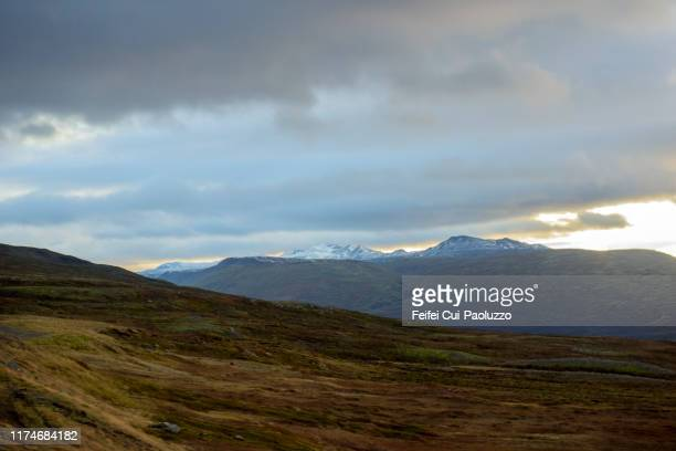 snowcapped mountain near egilsstaðir, southeast iceland - austurland stock-fotos und bilder
