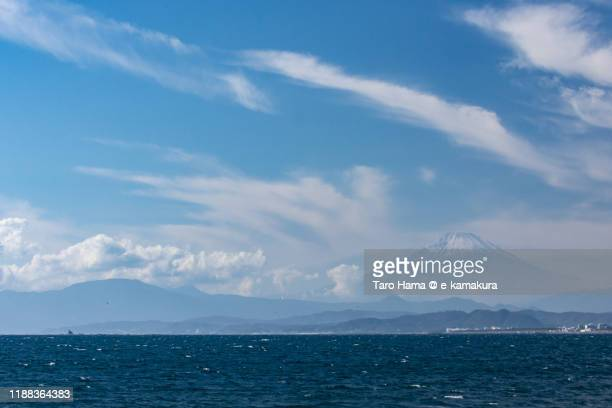snow-capped mt. fuji and pacific ocean in kanagawa prefecture of japan - 静岡県 ストックフォトと画像