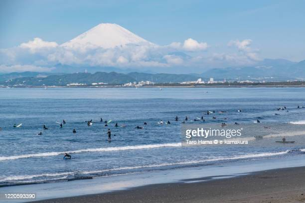 snowcapped mt. fuji and pacific ocean in kanagawa prefecture of japan - 平塚市 ストックフォトと画像