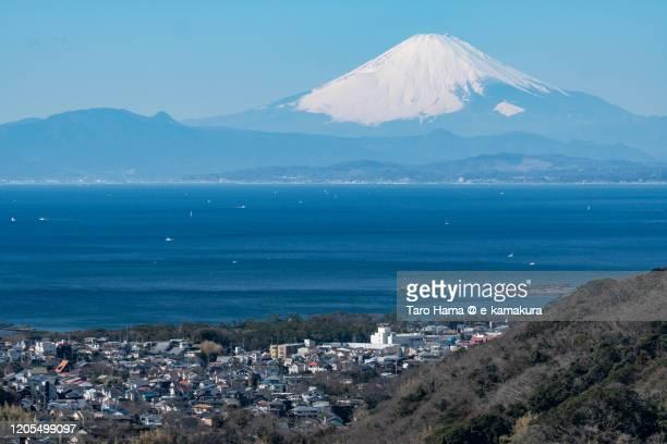 snowcapped mt. fuji and residential district by the sea in kanagawa prefecture of japan - präfektur kanagawa stock-fotos und bilder