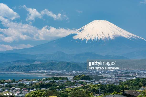 snowcapped mt. fuji and residential district by the sea in kanagawa prefecture of japan - chigasaki stock pictures, royalty-free photos & images
