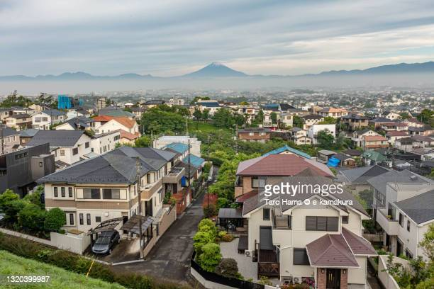 snowcapped mt. fuji and the residential district in kanagawa prefecture of japan - 平塚市 ストックフォトと画像