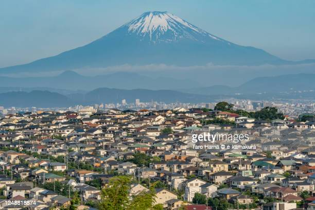 snowcapped mt. fuji and the residential districts on the hill in kanagawa prefecture of japan - 平塚市 ストックフォトと画像
