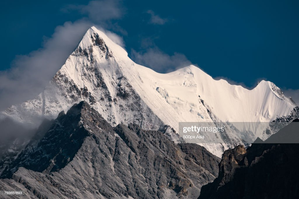 Snowcapped Imágenes De Stock Snowcapped Fotos De Stock: Snowcapped Peak Of Mount Chana Dorje Daocheng Sichuan