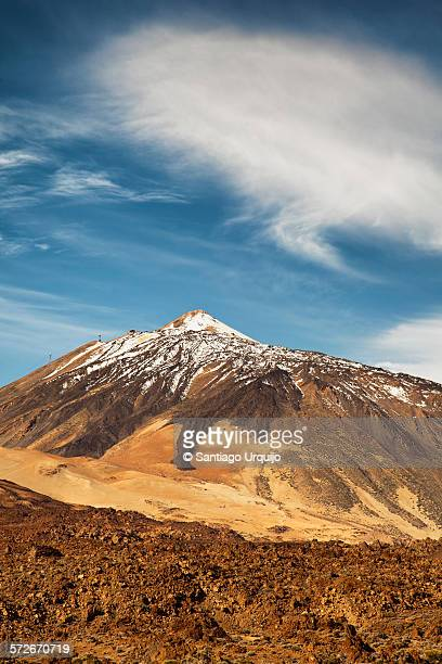 snowcapped teide volcano - el teide national park stock pictures, royalty-free photos & images