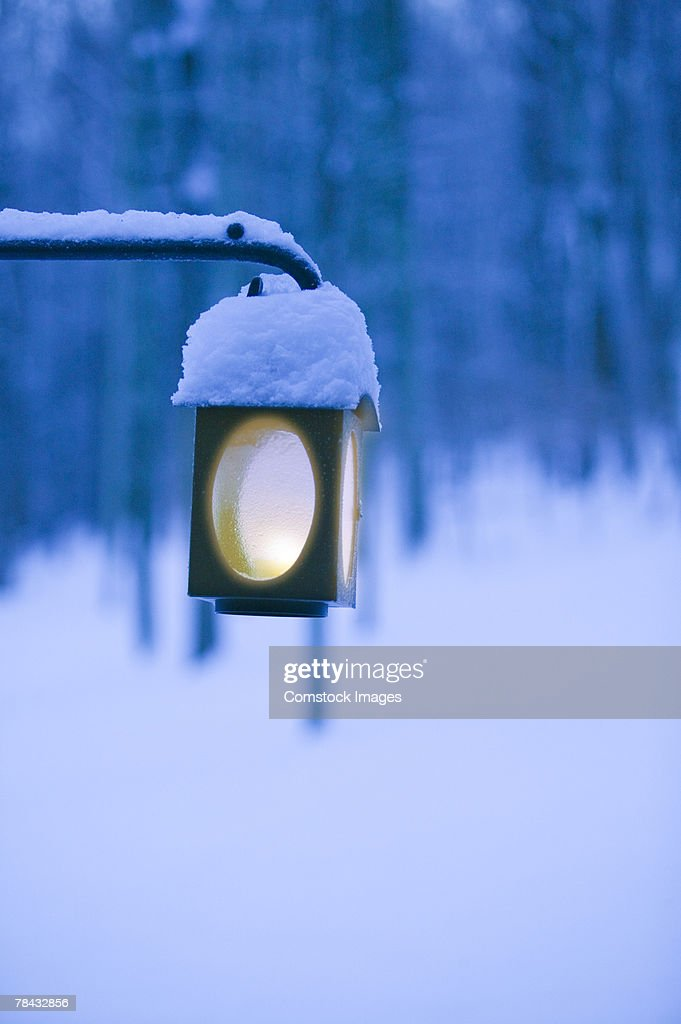 Snow-covered lantern : Stockfoto