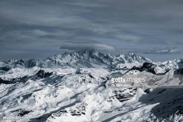 snow-covered mountain range under dramatic sky, mont blanc, aosta valley, italy - monte bianco foto e immagini stock