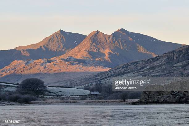 snowdon at dawn - mount snowdon stock photos and pictures